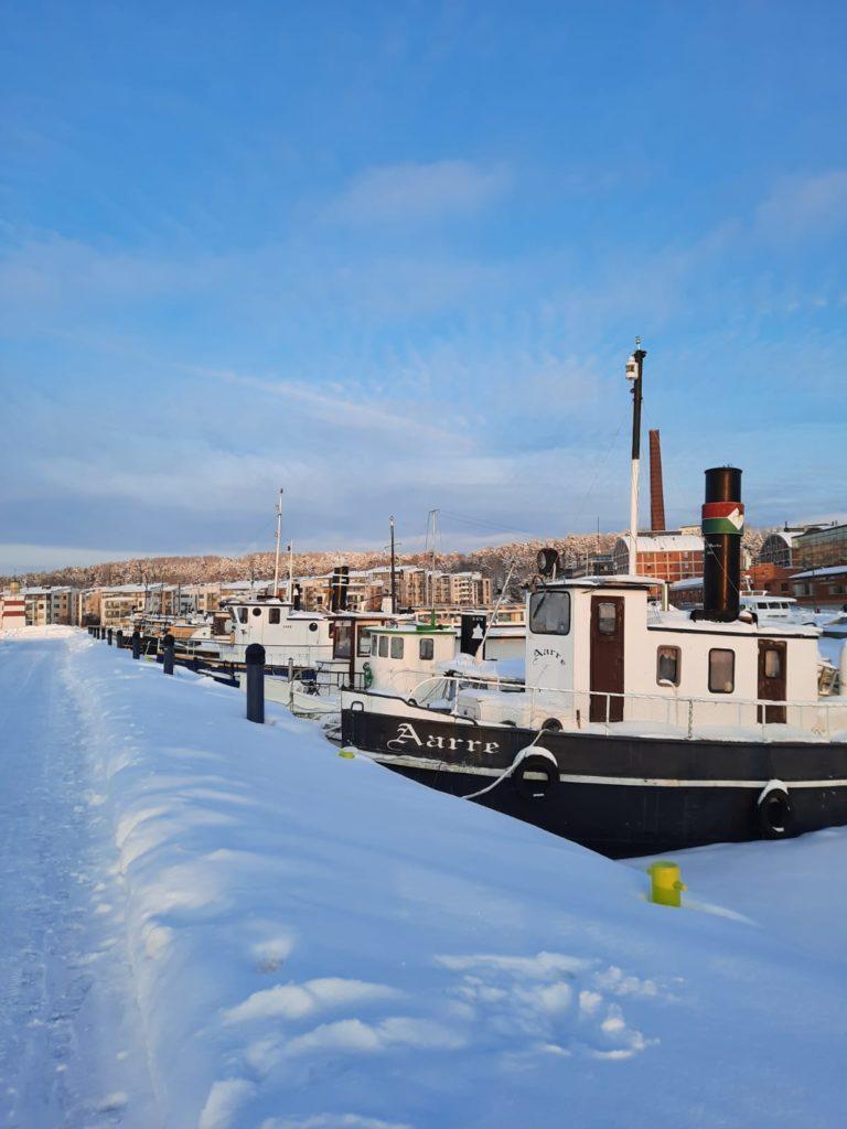 Turistina tutuissa maisemissa. Lahti Satama, 2021. © Tiia Kohonen